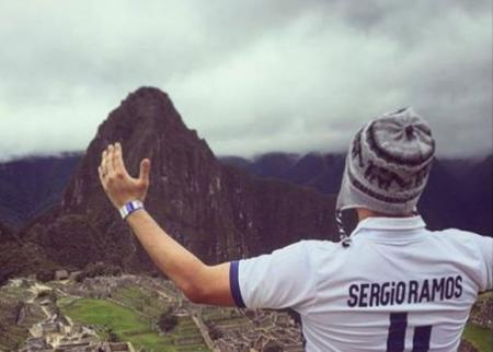 Official Account of Real Madrid uploaded image of Machupicchu admiring its greatness